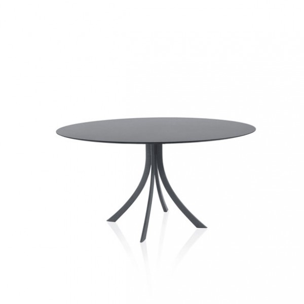 Falcata outdoor round dining table - Lifestyle