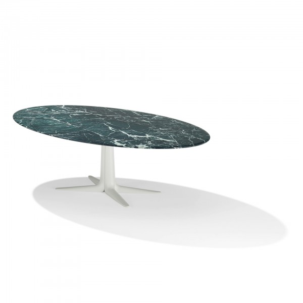 Lauro 1530 oval table - Lifestyle