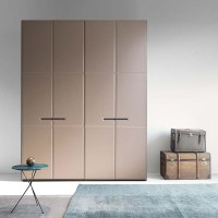 Warm hinged wardrobe