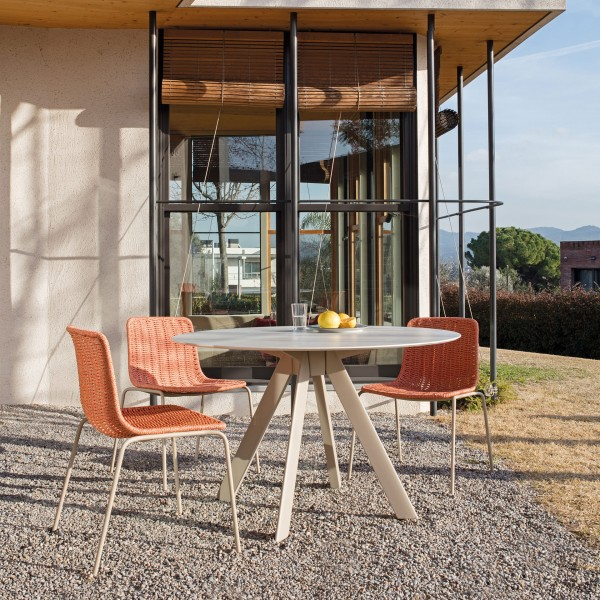 Atrivm outdoor round dining table - Image 1