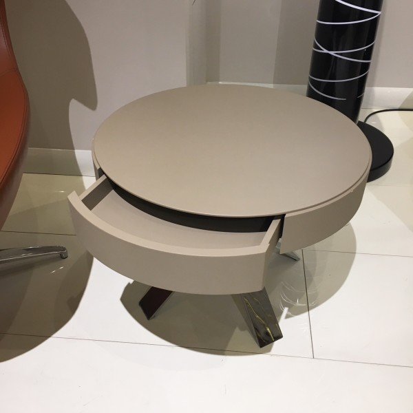 Art table with drawer - Lifestyle