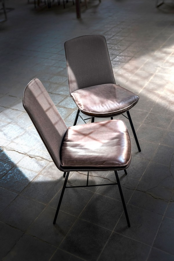 Lhasa chair with 4-leg square steel frame - Image 3
