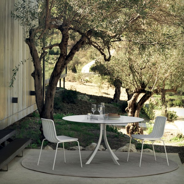 Falcata outdoor round dining table - Image 1