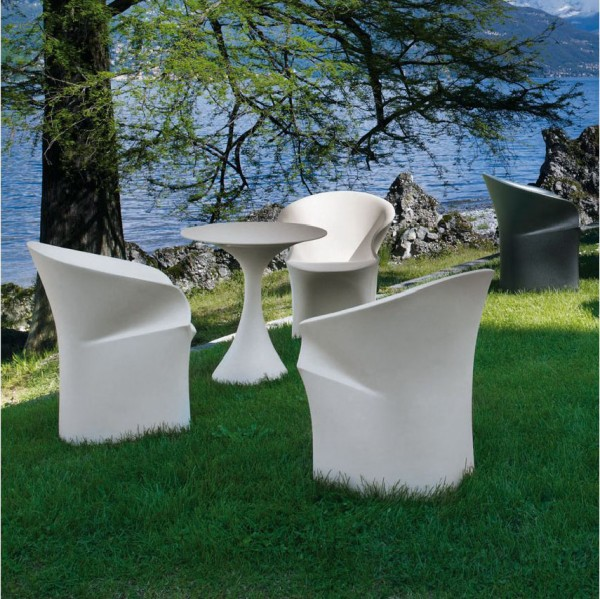 Kissi Kissi outdoor table - Image 2